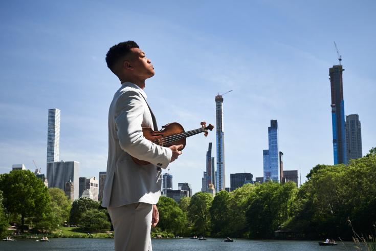 photo of violinist Randall Goosby